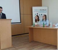 Paulina Deryło, studentka kierunku Geoinformatyka, wśród...