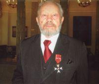 Prof. zw. dr hab. Stanisław Leon Popek z Krzyżem...