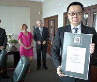 Medal Amicis Universitatis dla Pana Yeh-Shin Chu