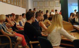 Wręczenie dyplomów za udział w organizacji Drzwi...
