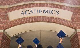 Studenci I i II stopnia studiów przystępujący do egzaminu...