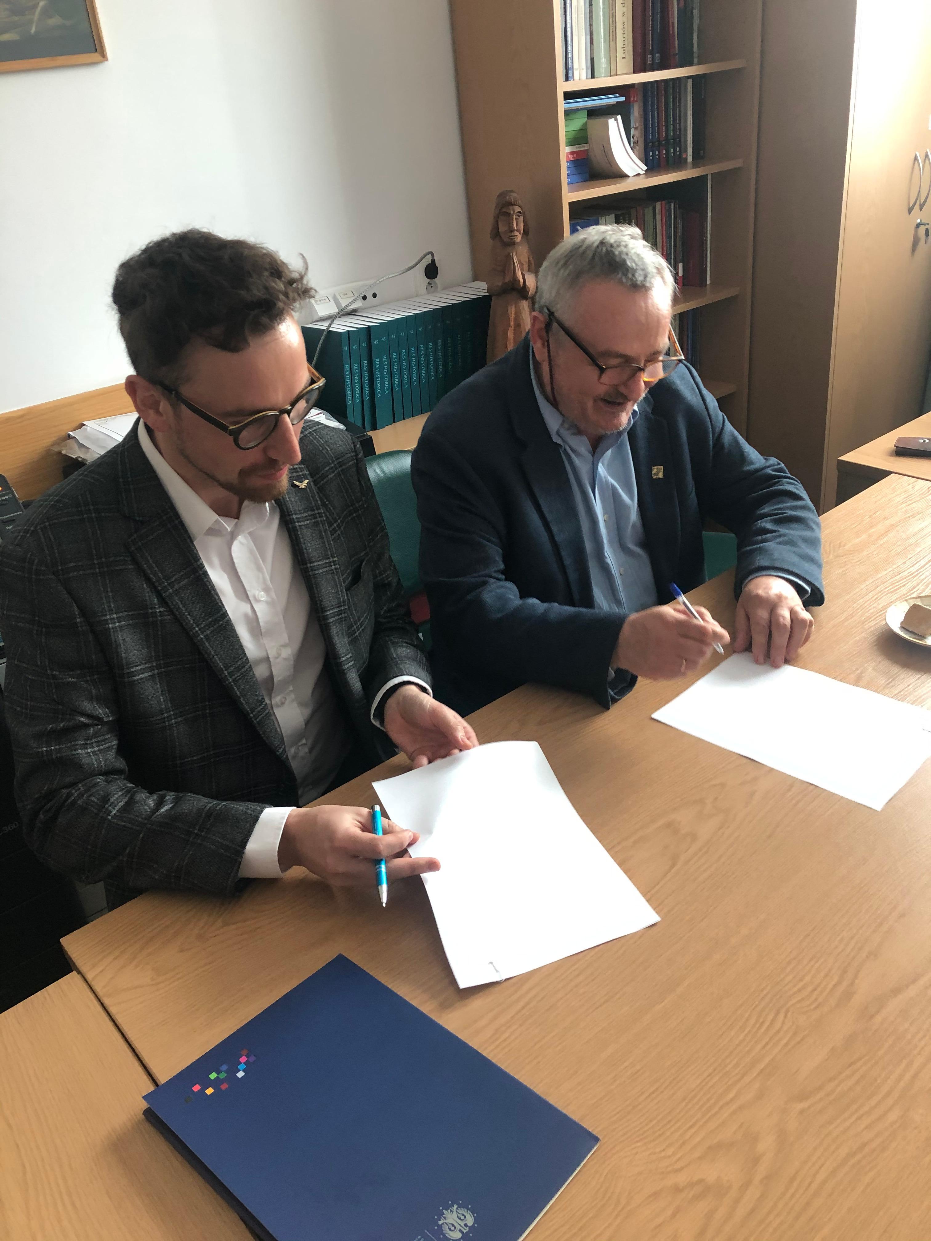 skriware - podpisanie umowy.jpg