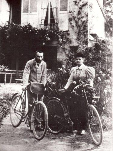 Z mężem, przed domem w Sceanz