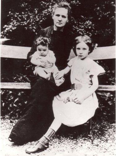 Z córkami: Ireną (z lewej) i Ewą w Ogrodzie Biur Miar i...