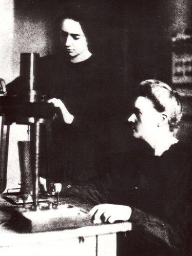Z córką Ireną w laboratorium Instytutu Radowego w Paryżu