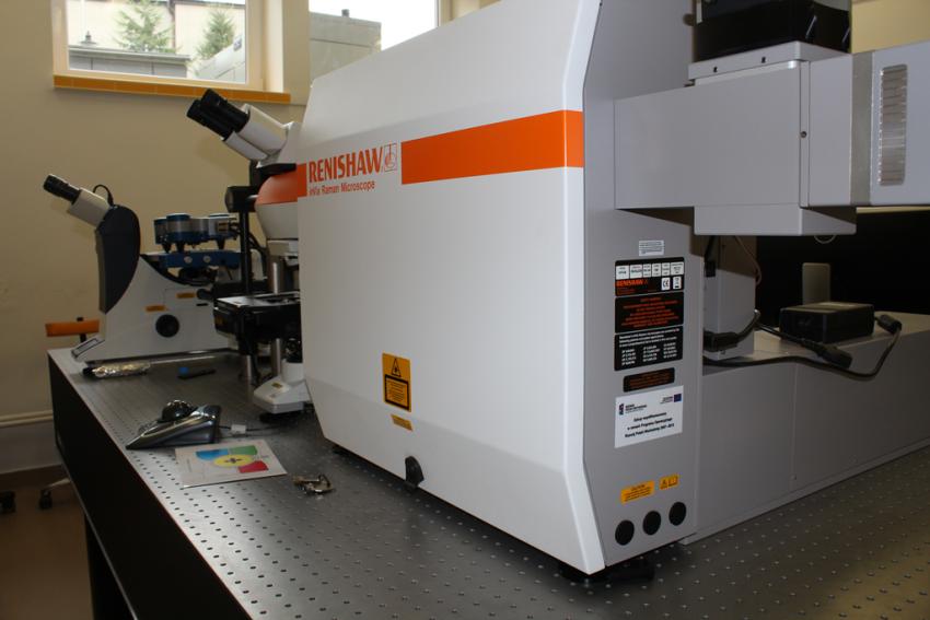 Mikroskopowy zestaw ramanowski ze wzbudzeniem laserowym