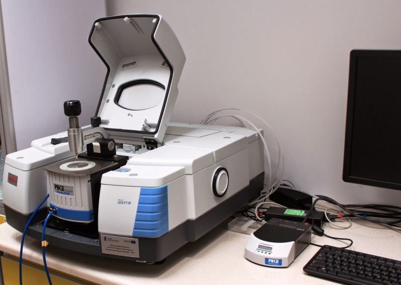 Spektrometr FT-IR