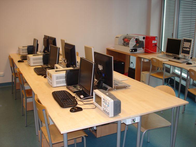 Sale dydaktyczne i pracownie Instytutu Informatyki