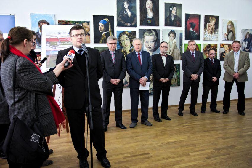 Prezentacja skarbów z IX-XIII w. na rozpoczęcie...