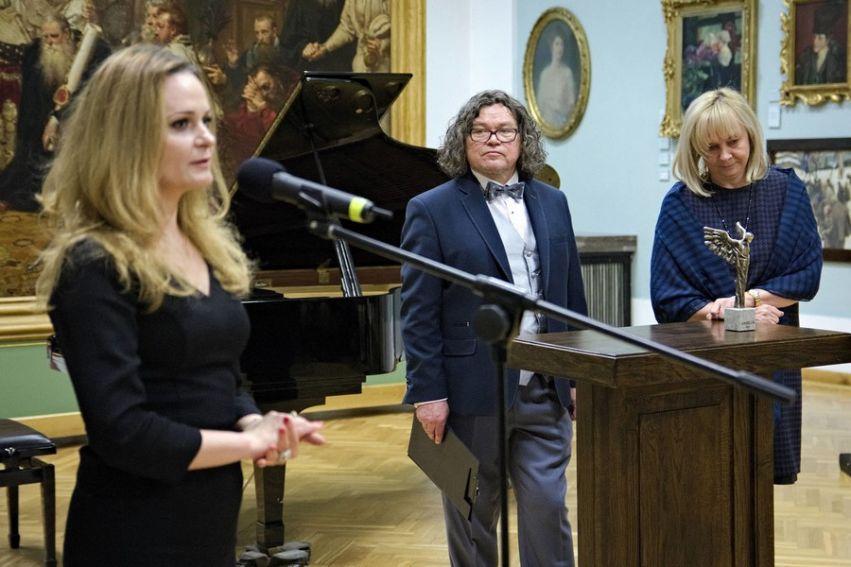 """Prof. Urszula Bobryk laureatką """"Angelusa"""" 2015"""