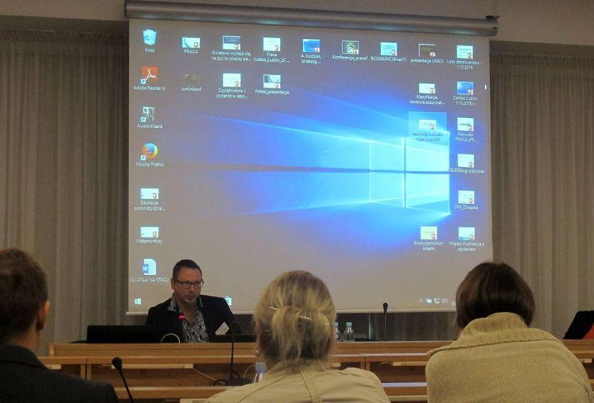 """Konferencja """"Czytelnicy – zasoby informacji i..."""