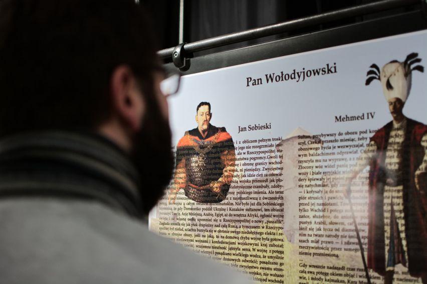 """Wystawa """"Postaci historyczne w powieściach H...."""