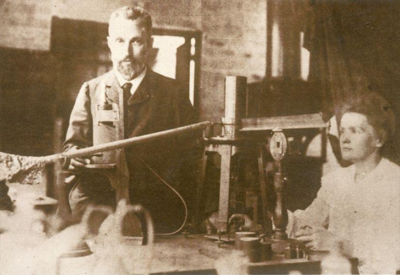 W pracowni przy ul. Lhomond 1898 r.