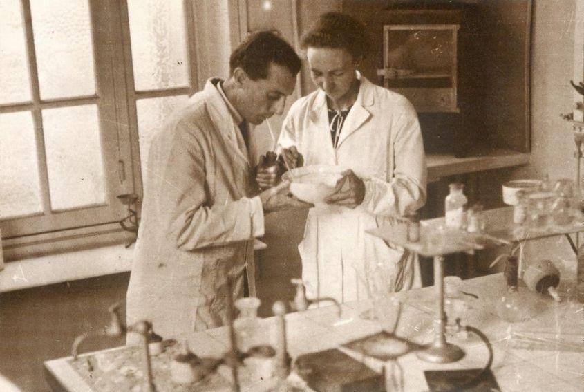 Irena i Fryderyk Joliot-Curie w laboratorium 1934 r.