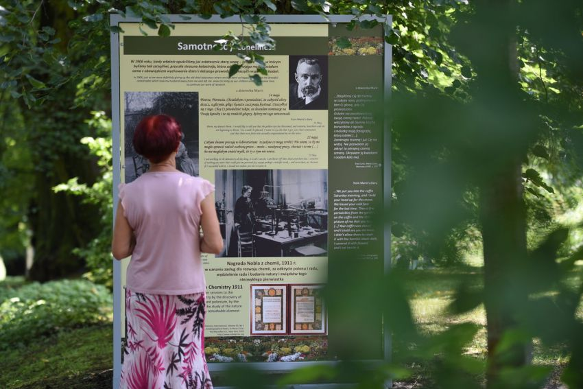"""Otwarcie wystawy """"Maria Skłodowska-Curie i kwiaty"""""""