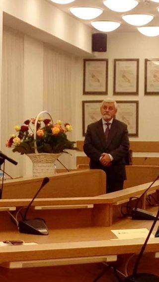 Profesor Ryszard Tokarski przyjął gratulacje i serdeczne...