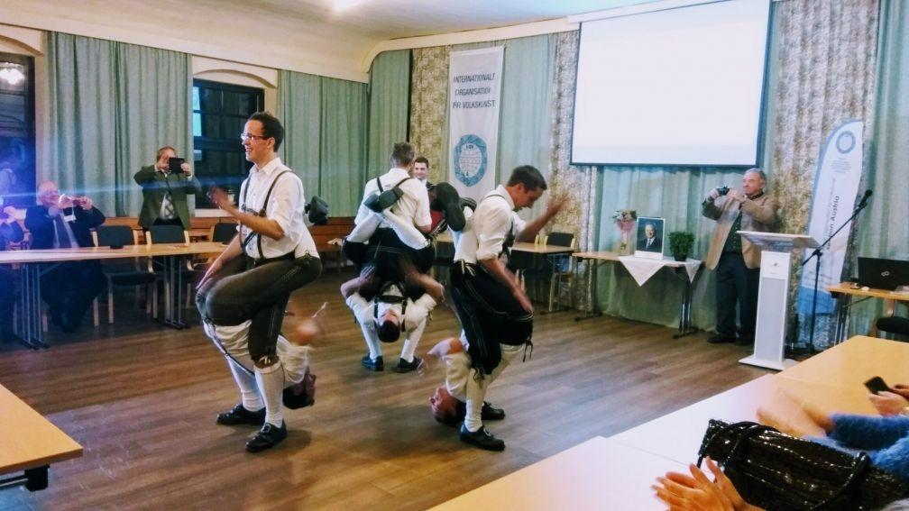 "Konferencja ""Between Folk Culture and Global Culture..."