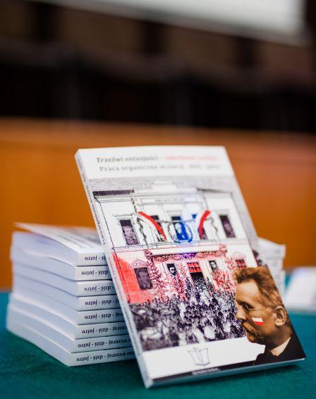 Fotorelacja z uroczystej promocji publikacji...
