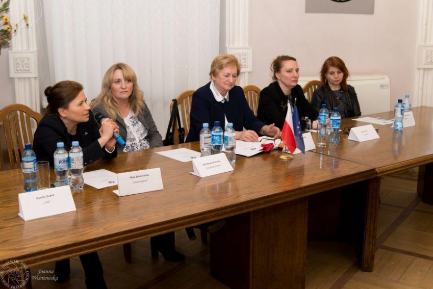 """V  Debata """"Kobiety w polityce"""""""