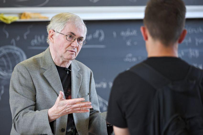 Wykład prof. Musielaka o tajemnicach wszechświata