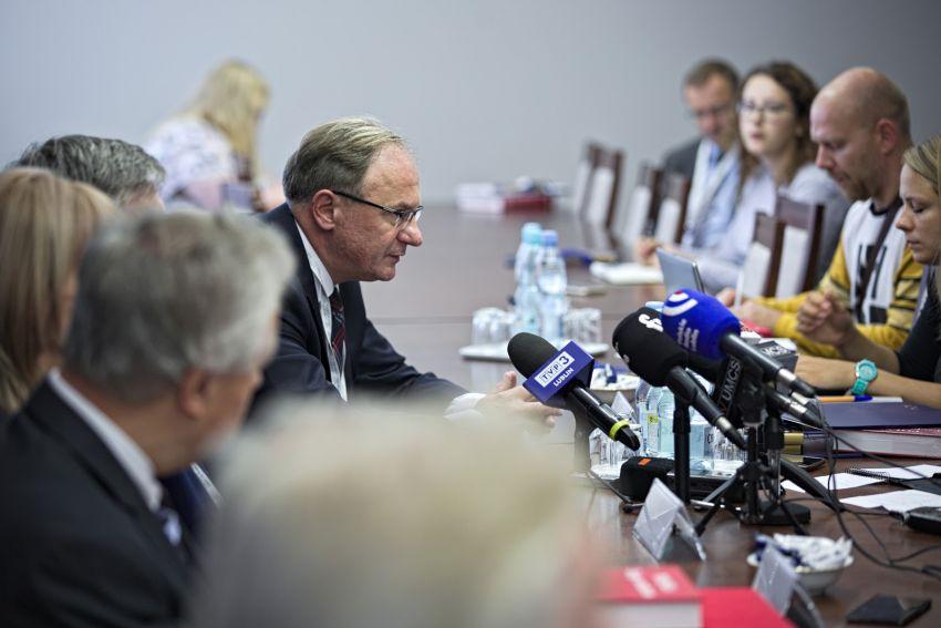 """Prezentacja publikacji """"Polska. Eseje o stuleciu"""""""