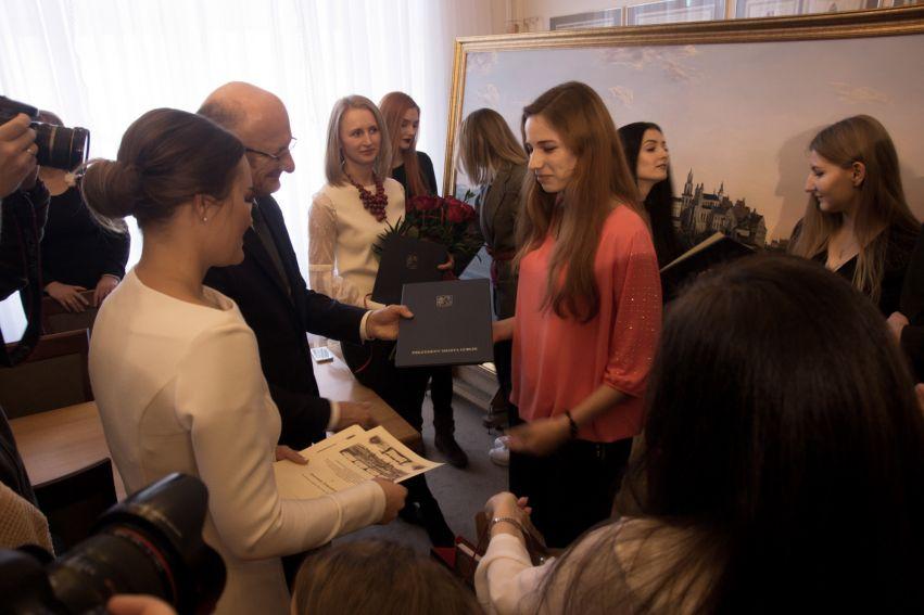 """Oficjalne przekazanie kopii """"Wjazd generała Zajączka do..."""