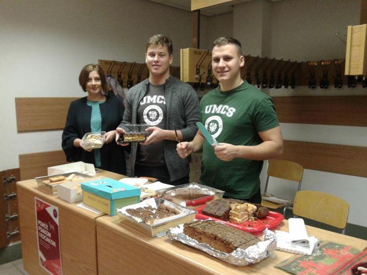 """Akcja charytatywna rusycystów """"Pomóż psiakom i..."""