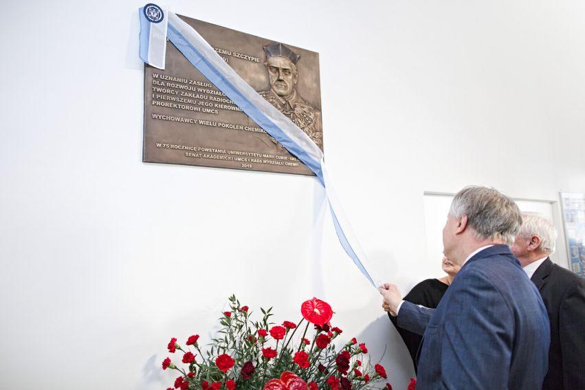 Odsłonięcie tablicy pamiątkowej prof. Szczypy