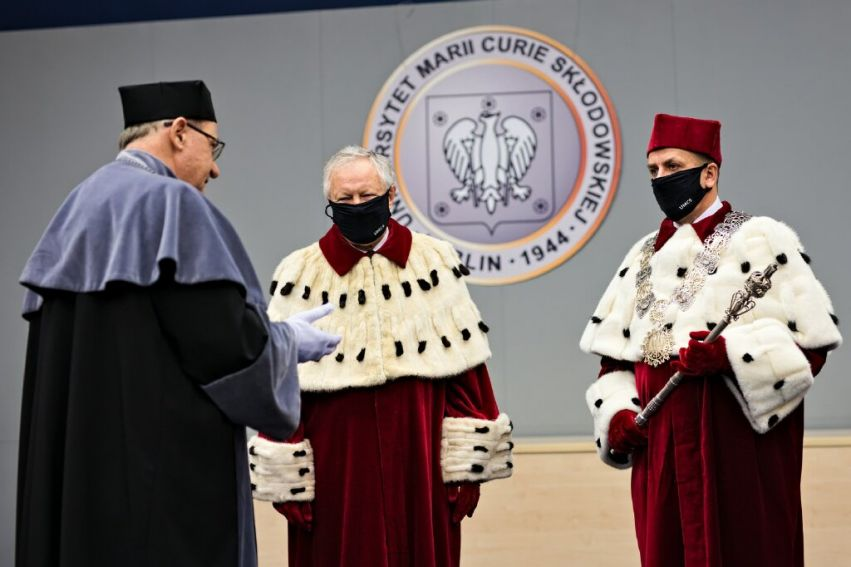 Uroczystość przekazania insygniów rektorskich