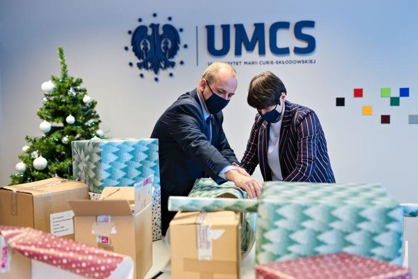 """UMCS wsparł akcję """"Szlachetna Paczka"""""""