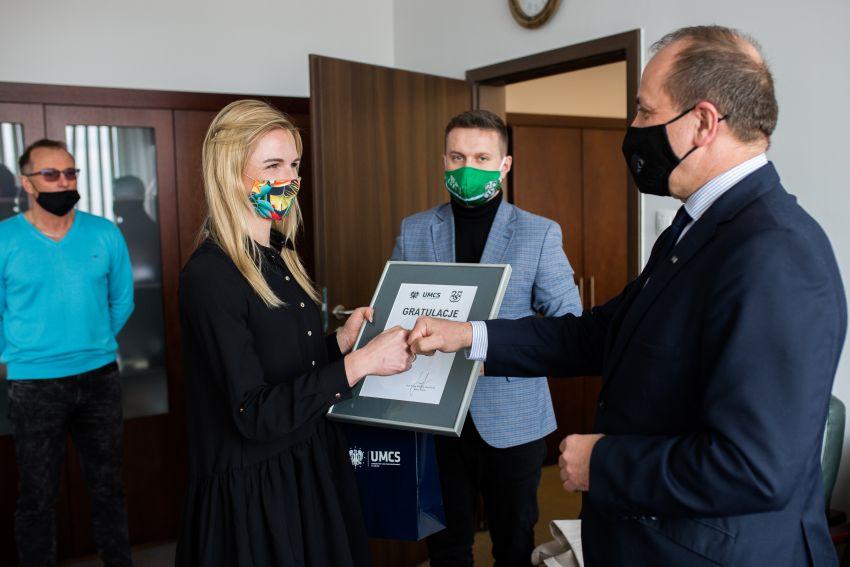Słowa wdzięczności. Małgorzata Hołub-Kowalik odebrała...