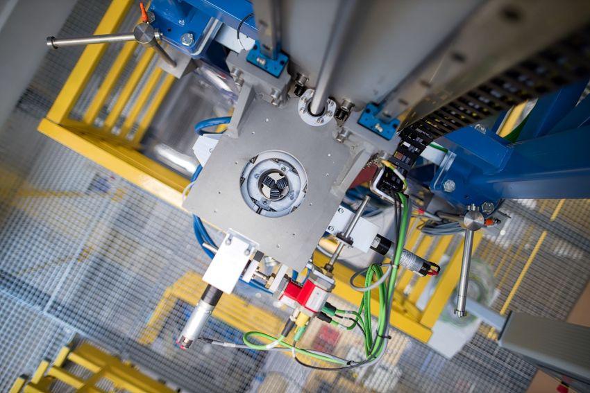 Pracownia Technologii Światłowodów - kierowana przez dr...