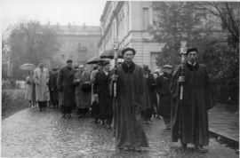 Fragment i czoło pochodu w czasie inauguracji roku...