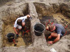 eksploracja jamy grobowej. fot. radoslaw pawluk.JPG