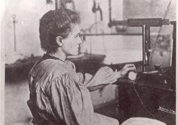 W pracowni Piotra Curie w Miejskiej Szkole Fizyki i...