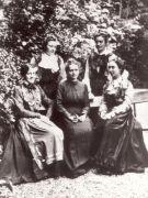 Z uczennicami w parku L'École Normale