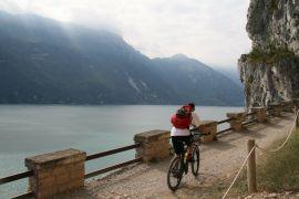 Via del Ponale, w tle Jezioro_ Garda.JPG