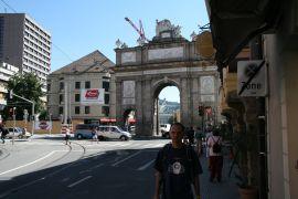 Innsbruck, w tle (bardzo w _tle) skocznia Bergisel.JPG