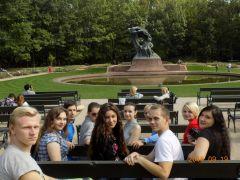 W-wa. Przed pomnikiem F. Szopena.JPG