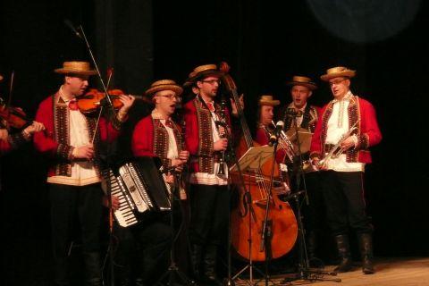 Relacja z  Koncertu Debiutów Zespołu Tańca Ludowego UMCS