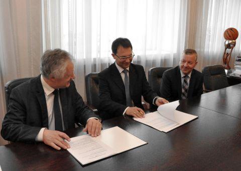 Podpisanie umowy między UMCS a Fabryką Kabli Elpar Sp. z...