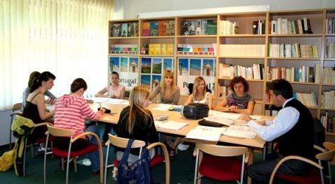 Wykład i zajęcia ze studentami - dr Dionísio Vila Maior z...