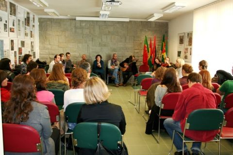 "Visita da equipa da ""Acta-a Companhia de Teatro do..."