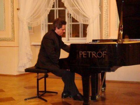Concerto do pianista brasileiro Reginaldo Mordenti
