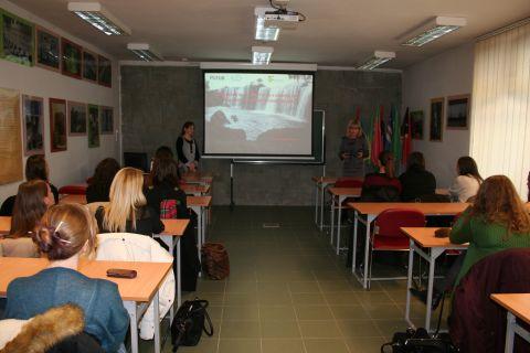 Palestra da Doutora Jaqueline Russczyk sobre Juventude...
