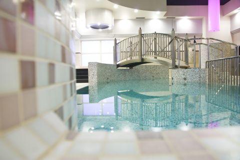 Basen w Hotelu Korona SPA&Wellness z dodatkową...