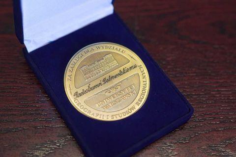 Prof. dr hab. Radosław Dobrowolski odznaczony medalem im....