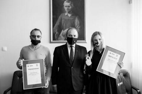 Words of gratitude. Małgorzata Hołub-Kowalik received...