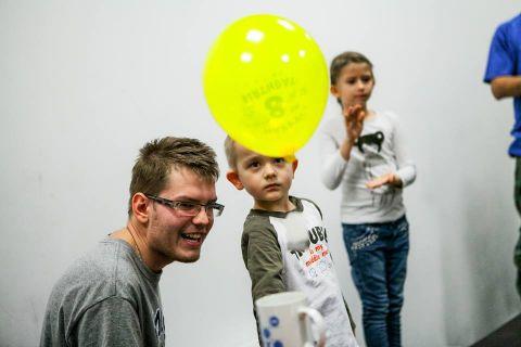 Tomasz Madej - popularyzator fizyki