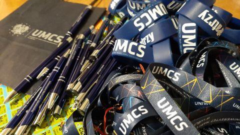 Gadżety UMCS przekazane dla uczestników akcji Lodowata krew z gorących serc, Wydział Chemii UMCS.jpg